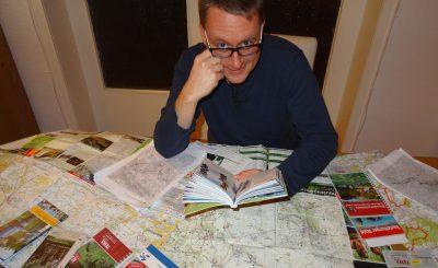 Ingmar mit Lektüre zum Teutoburger Wald