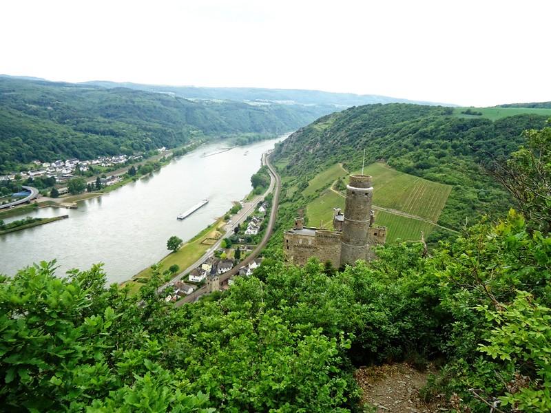 Blick auf Burg Maus von oben
