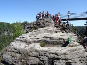 Den Weg durch die Felsenburgruine lassen wir uns natürlich nicht nehmen.