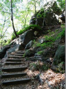 Zahllose Stufen führen uns hinauf nach Waitzdorf.