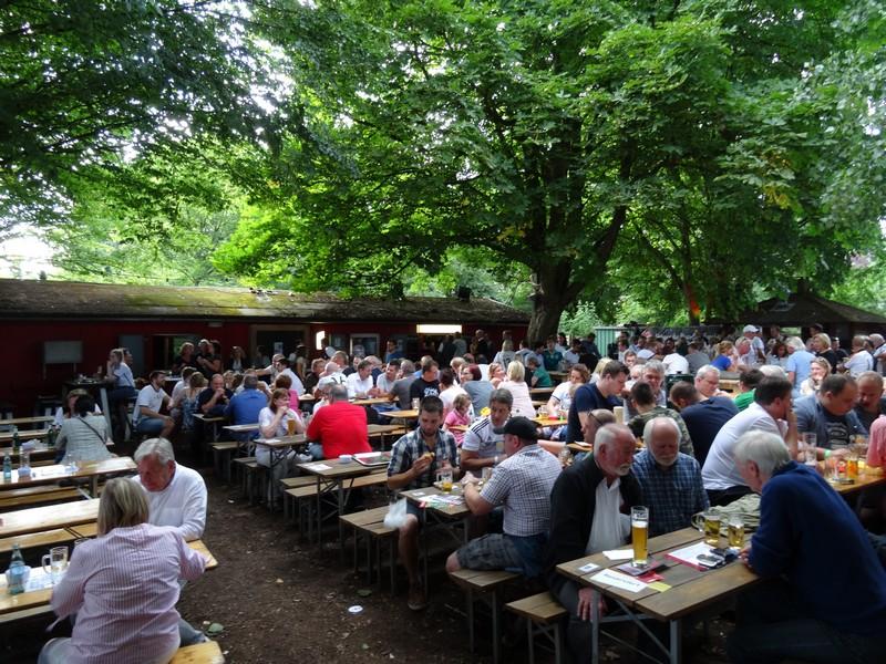 Im Sommer ist das Büdchen am Westerberg beliebter Treffpunkt nicht nur der Anwohner...