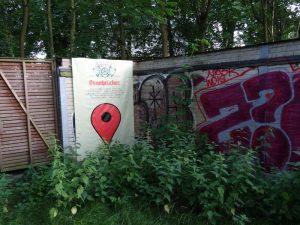 Seit Kurzem weist ein Plakat auf den ehemaligen Wasserturm der OAB hin.
