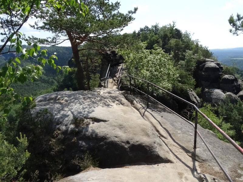 Im nächsten Teilstück verläuft der Malerweg über einen schmalen Grat.