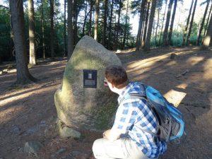 Der Bödigestein - hier soll der Lehrer und Geologe vor knapp 100 Jahren gestorben sein...