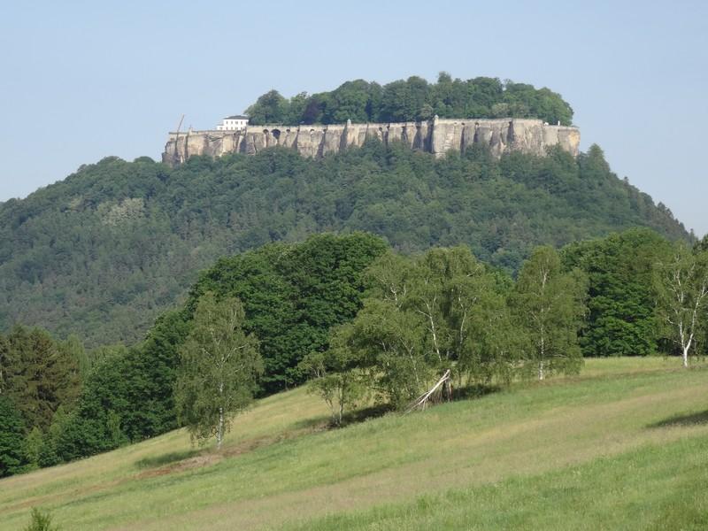 Von Weitem haben wir die Festung Königstein heute schon mehrfach gesehen. Nun nähern wir uns ihr!