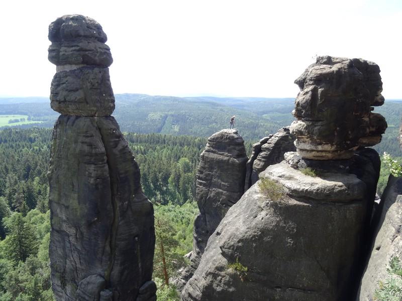 Die Barbarine (links im Bild) ist für Kletterer gesperrt. Die anderen Felsen hingegen nicht.