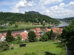 Blick auf Pfaffendorf und die Elbe.