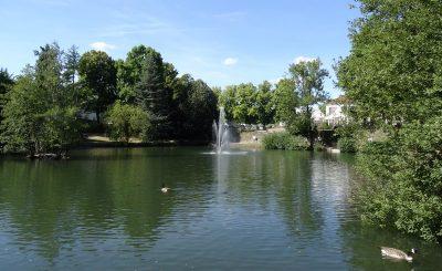 Der große See im Kasinopark nimmt uns gleich zu Beginn in Empfang.