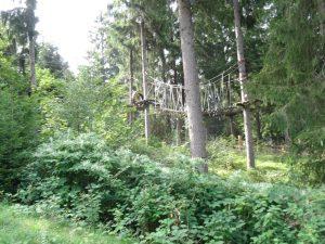 Wir passieren unter anderem den Kletterwald.