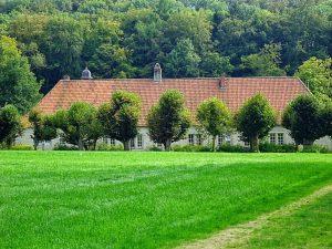 Rund um das Wasserschloss Haus Marck will die Talaue Haus Marck von uns erkundet werden.
