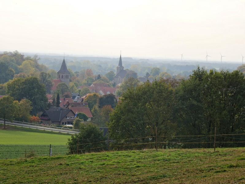 Blick auf Brochterbeck vom Teuto-Hang.