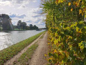 Etwa einen halben Kilometer folgen wir dem Kanal, dann sind wir wieder bei Mutter Bahr.