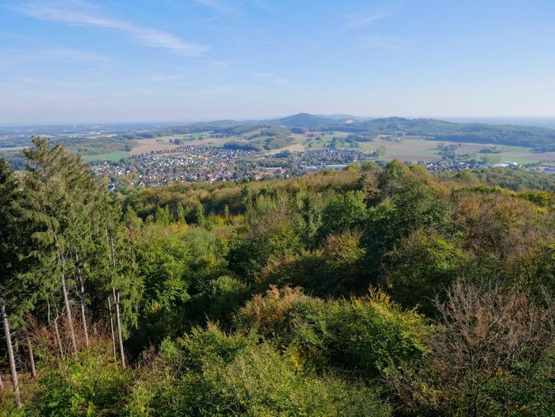 Einer von vielen schönen Momenten auf der Tour: Der sagenhafte Blick vom Luisenturm bei Borgholzhausen.