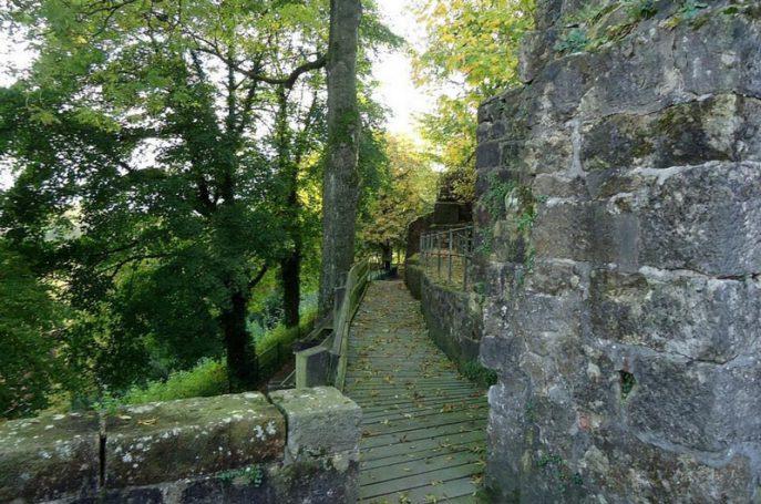 Einige der alten Burgmauern stehen zum Glück auch heute noch und können sogar bestiegen werden.