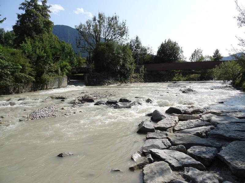 Das breite Flussbett der Partnach in Garmisch-Partenkirchen. Wir folgen ihrem Lauf.