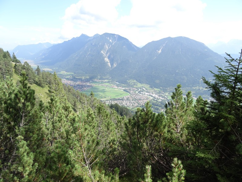 Schöne Ausblicke erwarten uns auch bei unserer Wanderung auf den Königsstand bei Garmisch-Partenkirchen.