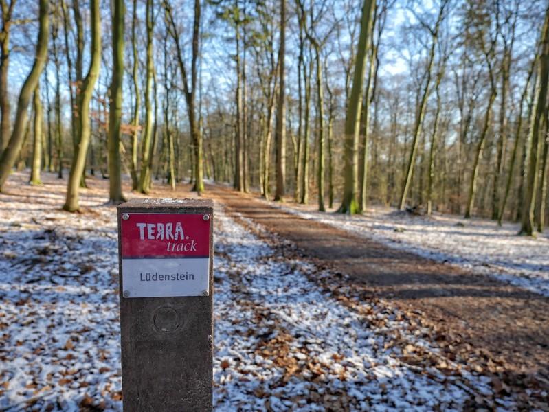 Wanderweg und Wegweiser TERRA.track Lüdenstein