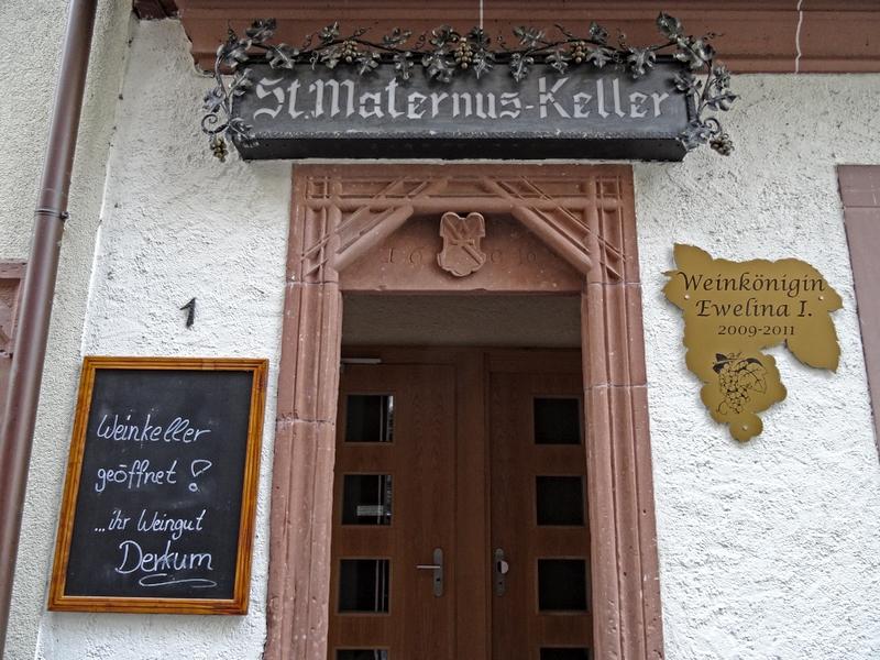Eingang Maternus Keller in Ürzig