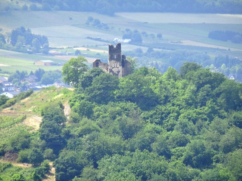 Blick auf die Festungsruine Mont Royal.