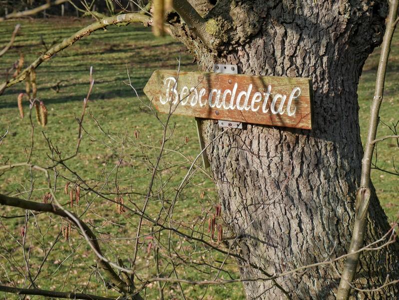 Holzschild mit Aufschrift Bexaddetal