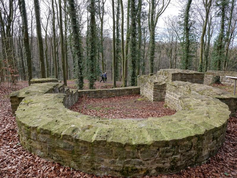 Mauerreste der Holter Burg