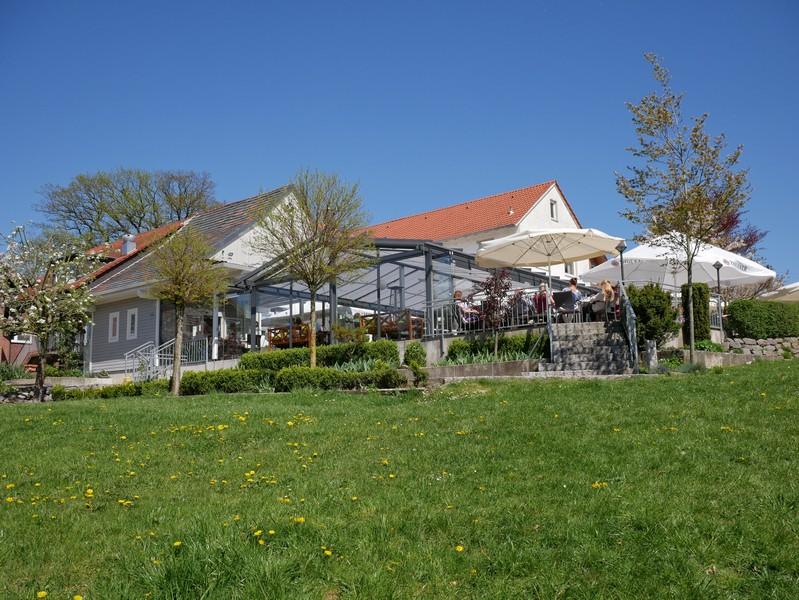 Das Bild zeigt den Biergarten des Bergwirts Pöhler direkt am DiVa Walk.