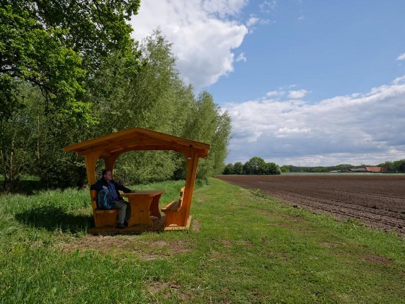 Das Bild zeigt den Picknickplatz am TERRA.track Dinkel und Emmer.