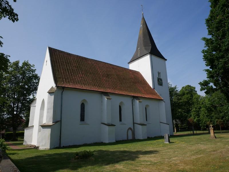 Das Bild zeigt die Kirche St. Marien in Ueffeln.
