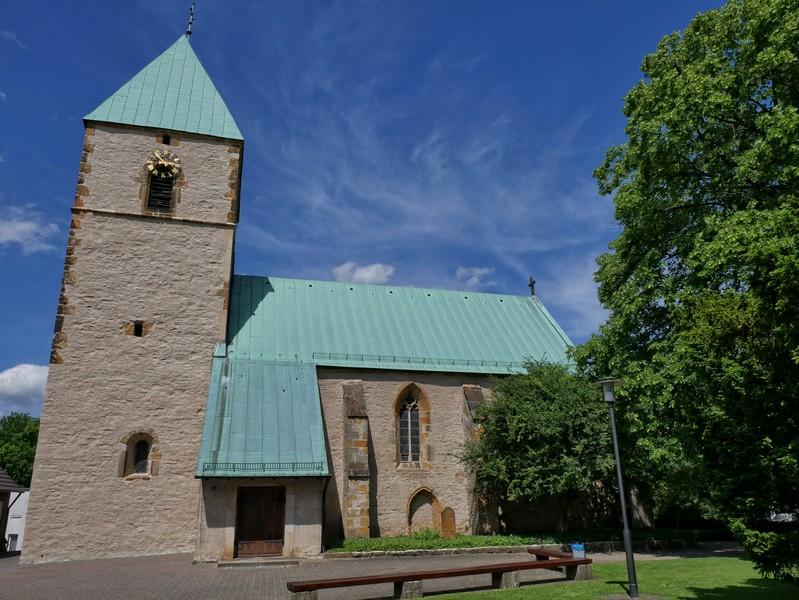 Das Bild zeigt die kleine Kirche in Kirchdornberg.