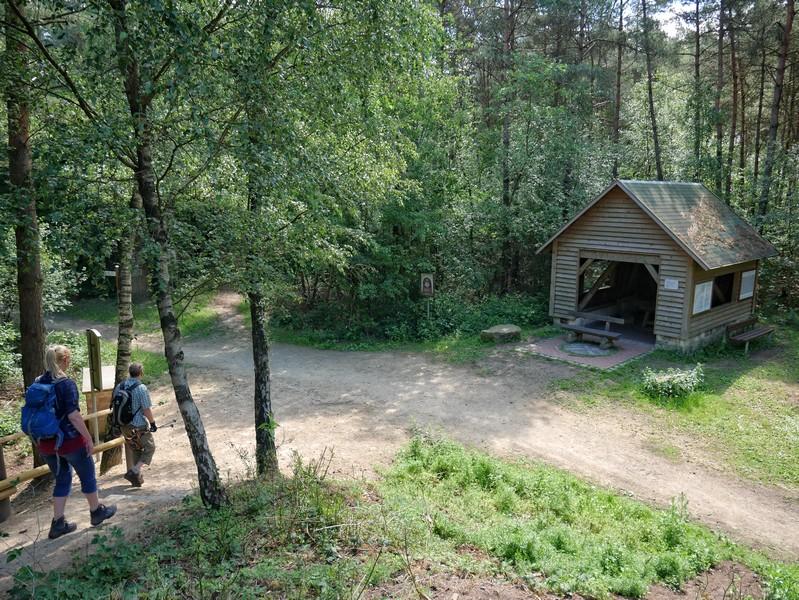 Das Bild zeigt die Buchholzer Schachthütte auf dem Teutoschleifchen Steinbecker Runde.