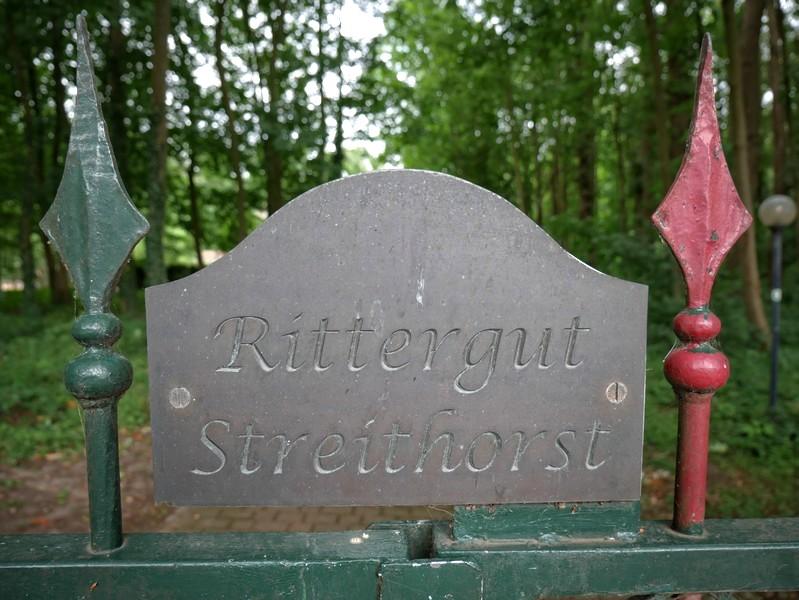 Das Bild zeigt das Schild von Rittergut Streithorst
