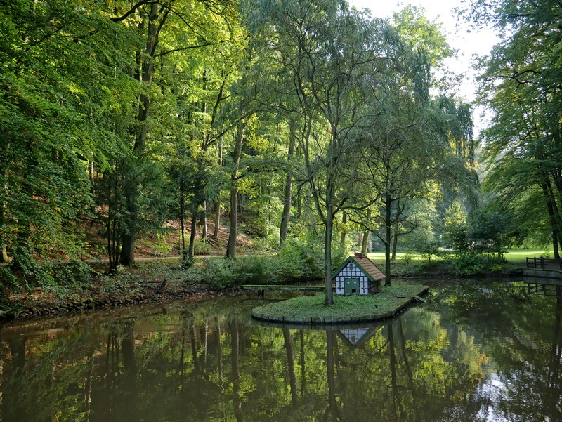 Nicht minder hübsch: Der Schwanenteich speist die Wassermühle und liegt wenige Stufen oberhalb von ihr.