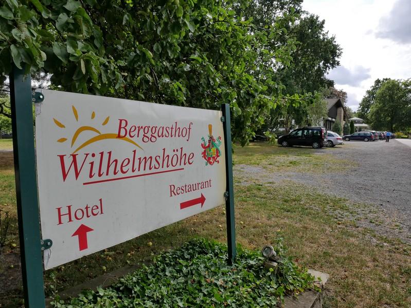 Am Berggasthof Wilhelmshöhe starten wir unsere Tour auf dem Stemweder Berg.