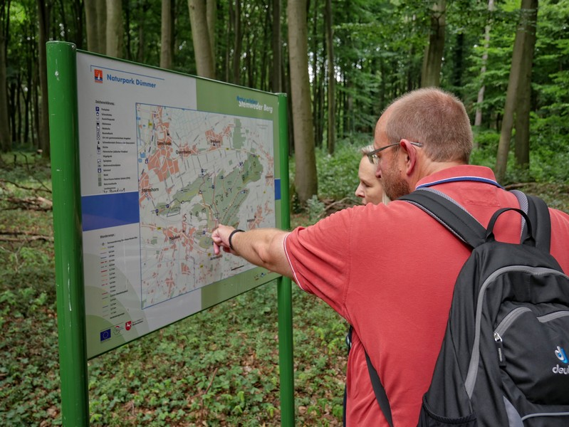 An der Wegkreuzung bietet uns eine Karte auch nochmal Orientierung.