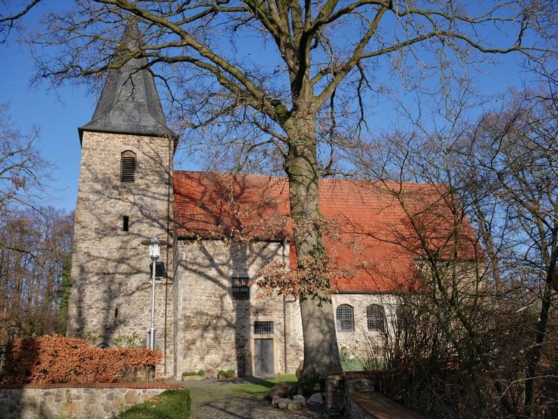 An der Alten Alexanderkirche starten wir unsere Wanderung auf dem TERRA.track Alte Bauernschaft in Wallenhorst.