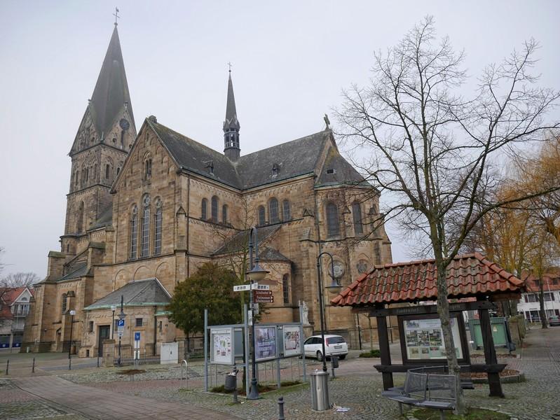 Wir starten unsere Wanderung in Mettingen an der Kirche St. Agatha.