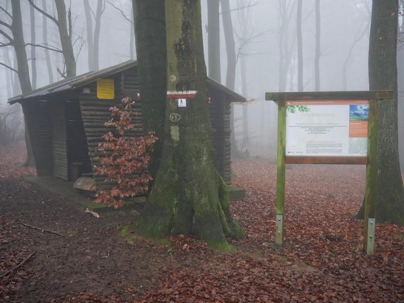 Die zweite Station des Wanderweges Aufmerksamkeit. Bei dichtem Nebel muss man auch besonders aufmerksam sein, sie nicht zu übersehen.