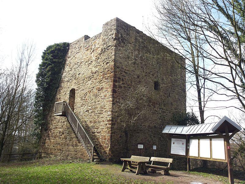 Einen quadratischen Burgturm sieht man auch nicht alle Tage! (Foto: Chris06 / CC BY-SA (https://creativecommons.org/licenses/by-sa/4.0))