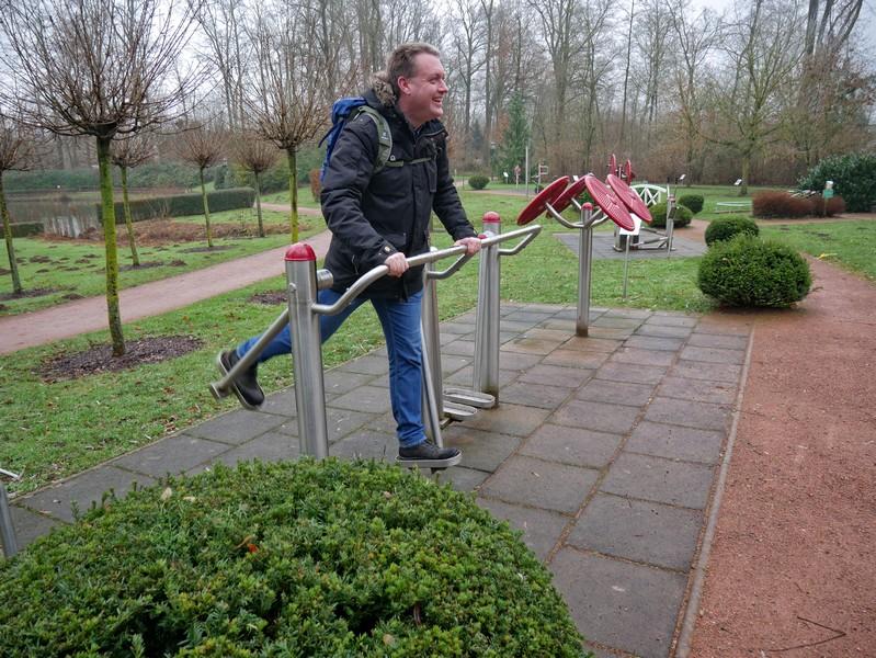 Warm-up zum Wandern im Bewegungspark in Bad Holzhausen.