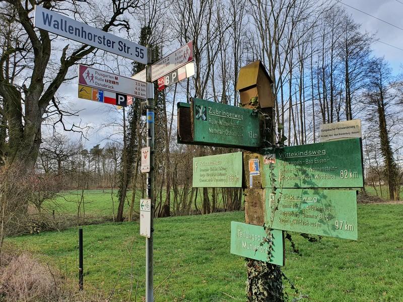 An unserem Wanderparkplatz am Mühlenort herrscht ein reges Wanderwegetreiben!