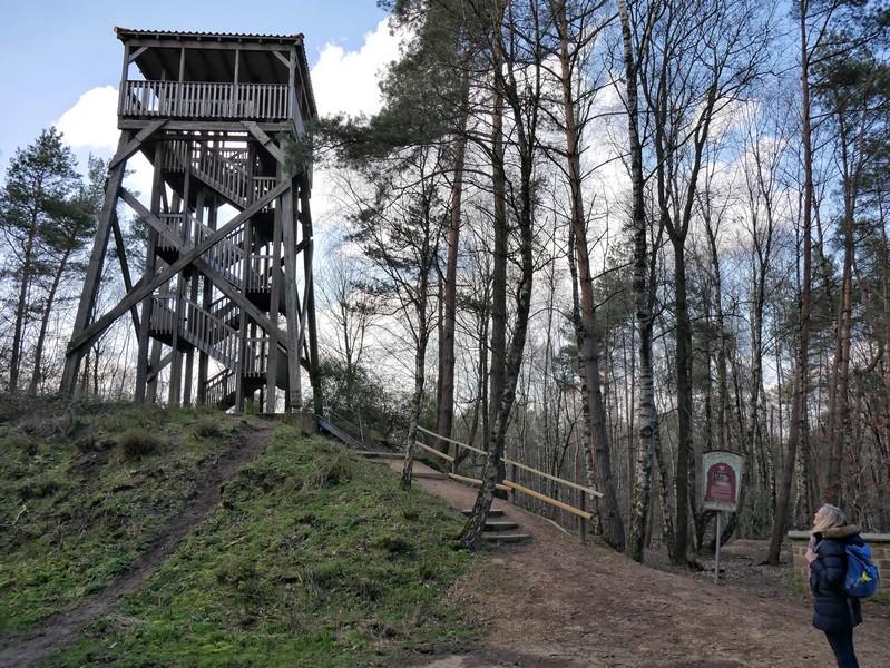 Der 14 Meter hohe Aussichtsturm erwartet uns.