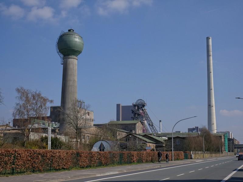 Das Kohlekraftwerk in Ibbenbüren bekommen wir auch von vorne zu sehen.
