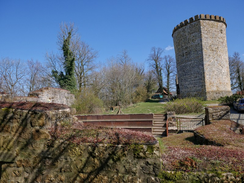 Schließlich erreichen wir die Burg Ravensberg.