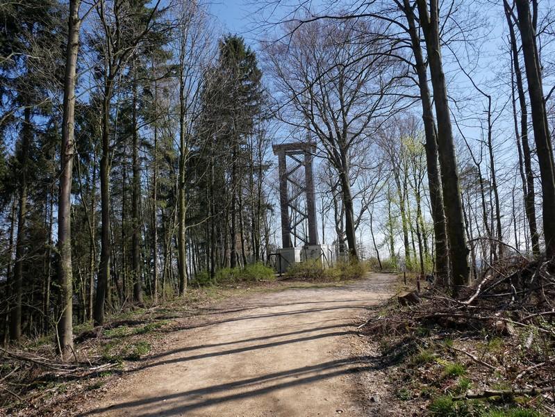 Auf dem Lammersbrink thront der Varus-Turm.