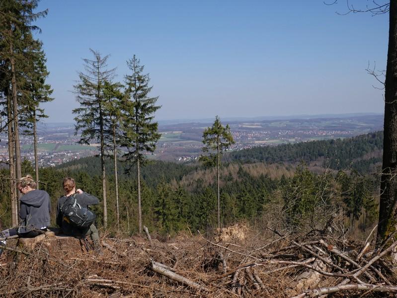 Eine hübsche Aussicht für eine weitere Gipfelpause auf dem Ahornweg haben wir aber trotzdem.