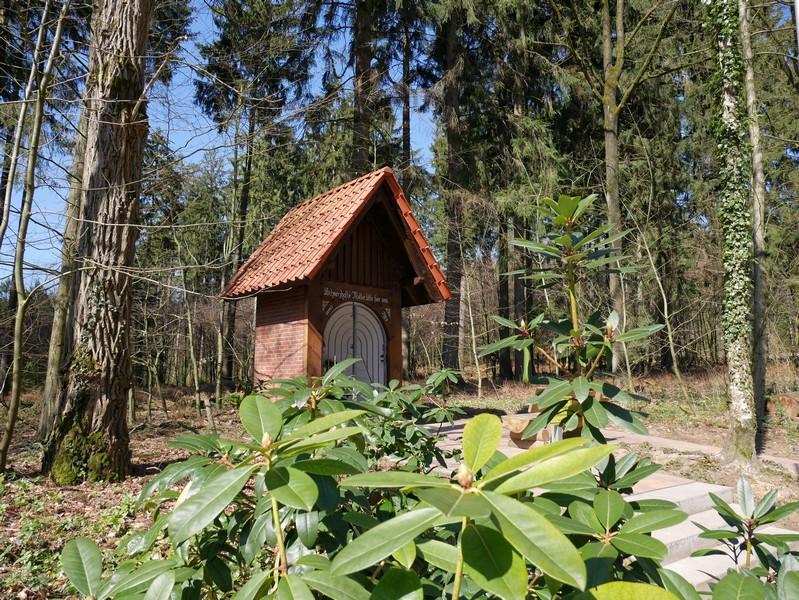 Diese winzige Kapelle steht am Wegesrand kurz nachdem wir die Iburger Straße ein zweites Mal überquert haben.