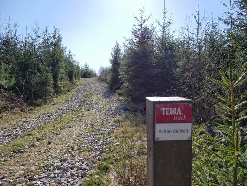 Nun folgen wir noch ein Stück dem TERRA.track Achter de Welt.