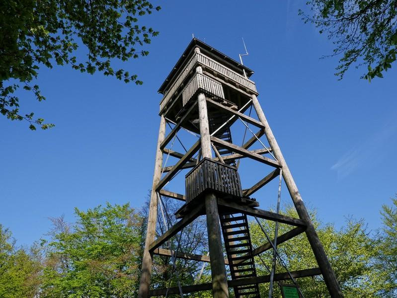 """Leser meines Buches """"Teutoburger Wald. Wanderungen für die Seele"""" kennen den Turm bereits von der Rundwanderung """"Süßes und Luise""""."""