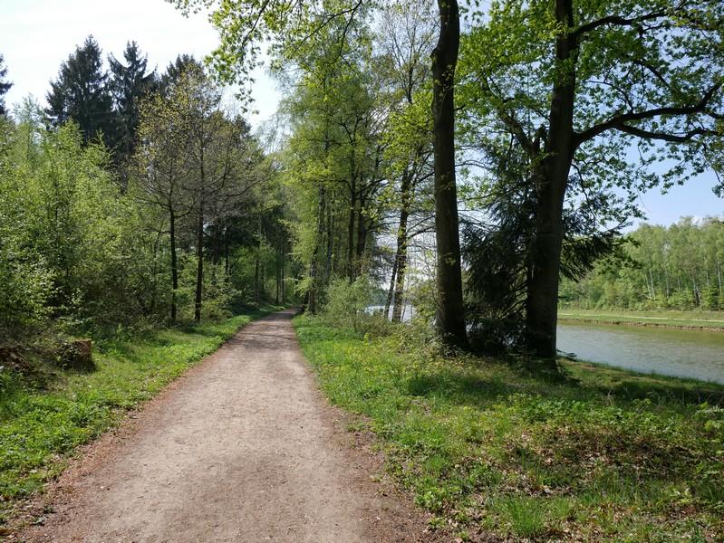 Das Teutoschleifchen Schachselwiesen begleitet zunächst den Mittellandkanal ein gutes Stück.