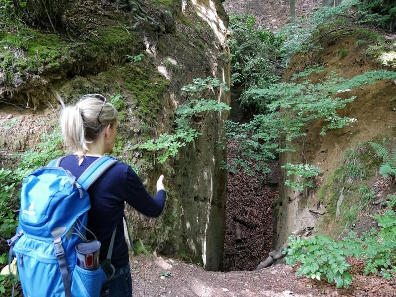 Spuren der Bergbaugeschichte des Jakobsberges entdecken wir allerorten.